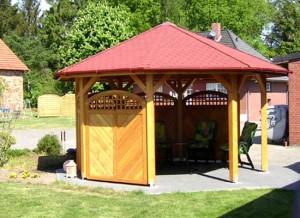 Ein achteckiger Gartenpavillon, der für eine PVC Dachrinne geeignet ist!