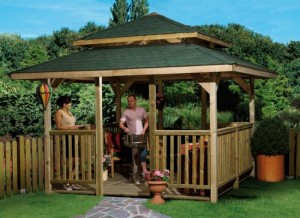 Ein viereckiger Gartenpavillon, geeignet für eine Kunststoff Dachrinne!